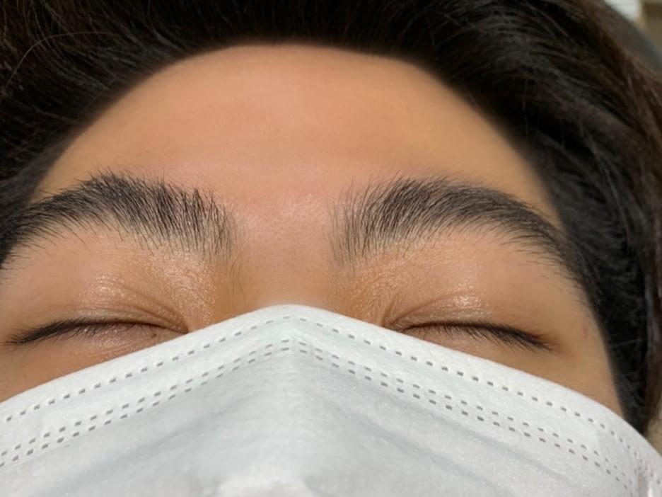 施術前の眉毛の写真