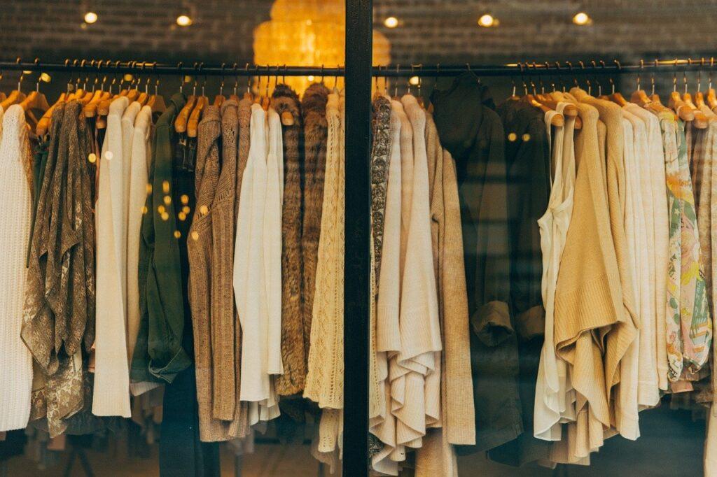 カジュアルな服
