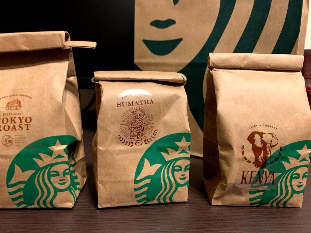 買ってきたコーヒー豆の袋が3つ